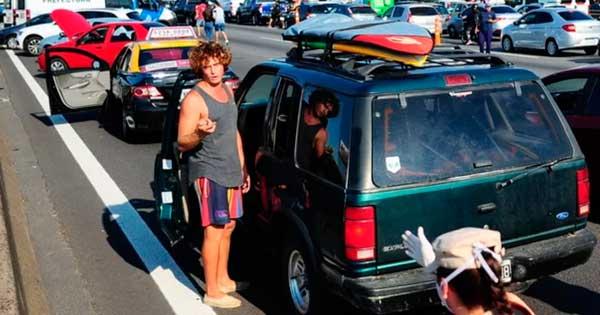 Al surfer le retiran la custodia